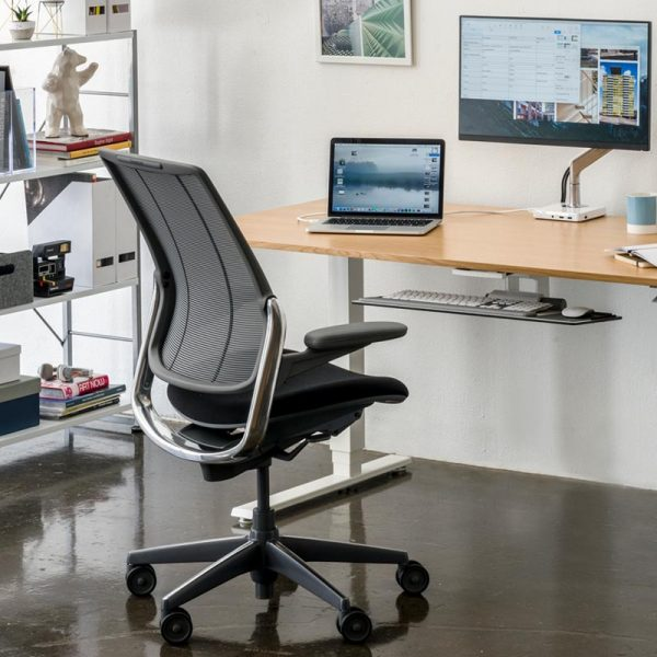 humanscale Diffrient smart chair with float base and monitor arm
