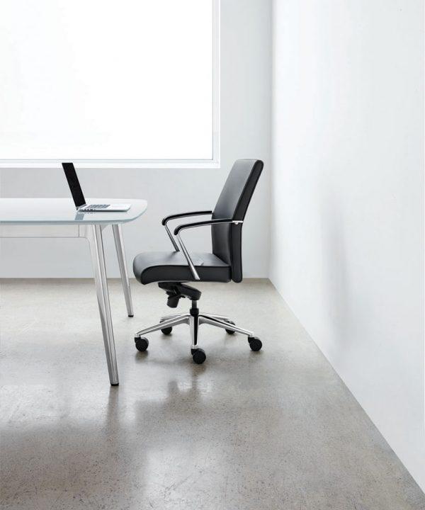 vanilla keilhauer alan desk 11