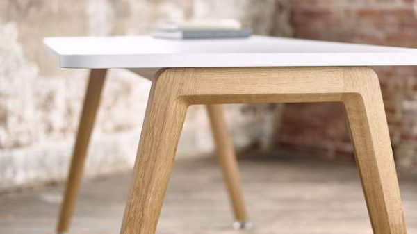 ofs elevenables cafe dining alan desk 12 <ul> <li>available as a community, meeting, and conference table</li> <li>materials: wood veneer, laminate, and solid surface tops</li> </ul>