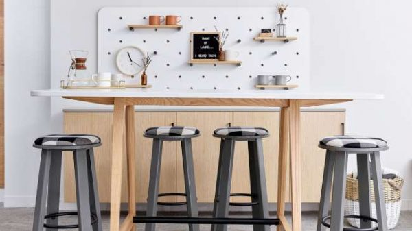 ofs elevenables cafe dining alan desk 3 <ul> <li>available as a community, meeting, and conference table</li> <li>materials: wood veneer, laminate, and solid surface tops</li> </ul>