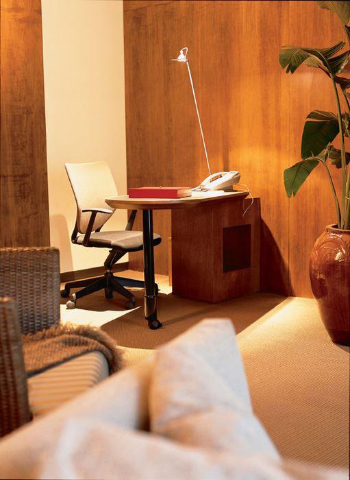 simple stool keilhauer alan desk 1
