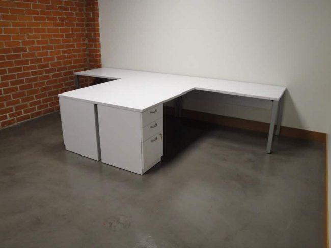 DeskMakers Teamworx white laminate top